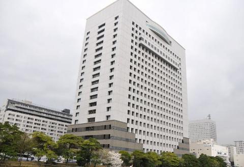 階段やエスカレーターにローションを撒いて人が転ぶ様子を見て笑っていた横浜の高校1年男子生徒3人、書類送検