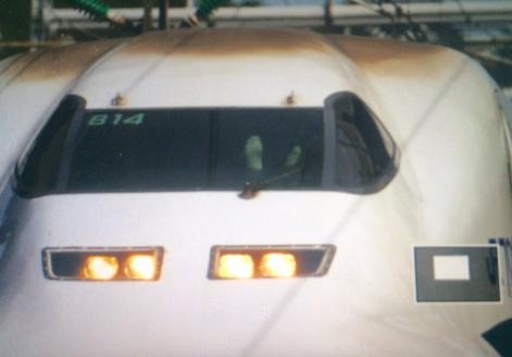 新幹線運転士「足伸ばして楽な姿勢とりたかった」 両足投げ出し運転をツイッター民に拡散され発覚