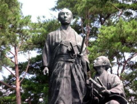 われわれも100億ウォン(約10億円)を募金して日本の精神的支柱である吉田松陰の銅像を撤去させてはどうか