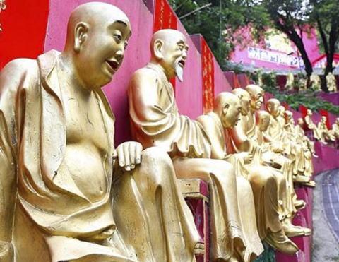 「僧侶が集まれば駐車場はモーターショー、話題はゴルフのことばかり」 贅沢三昧、遺族無視…増加する「堕落した悪徳僧侶」