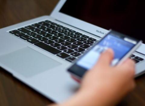 採用担当者の5割が選考対象者の氏名を検索エンジンやSNSで検索している