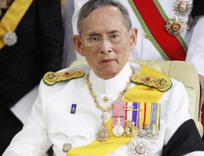 タイのプミポン国王が死去