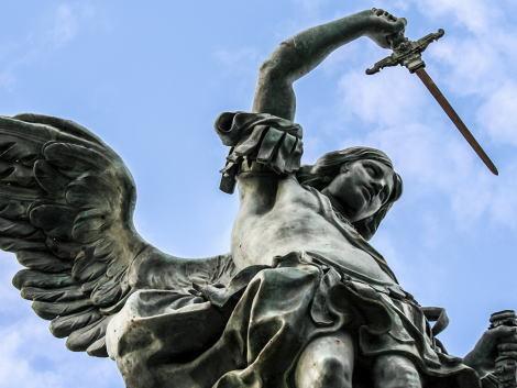 ポルトガル・リスボン国立古代美術館に展示されていた18世紀に作られた「聖ミカエル像」、自撮りをしようとした観光客が倒してしまいバラバラに