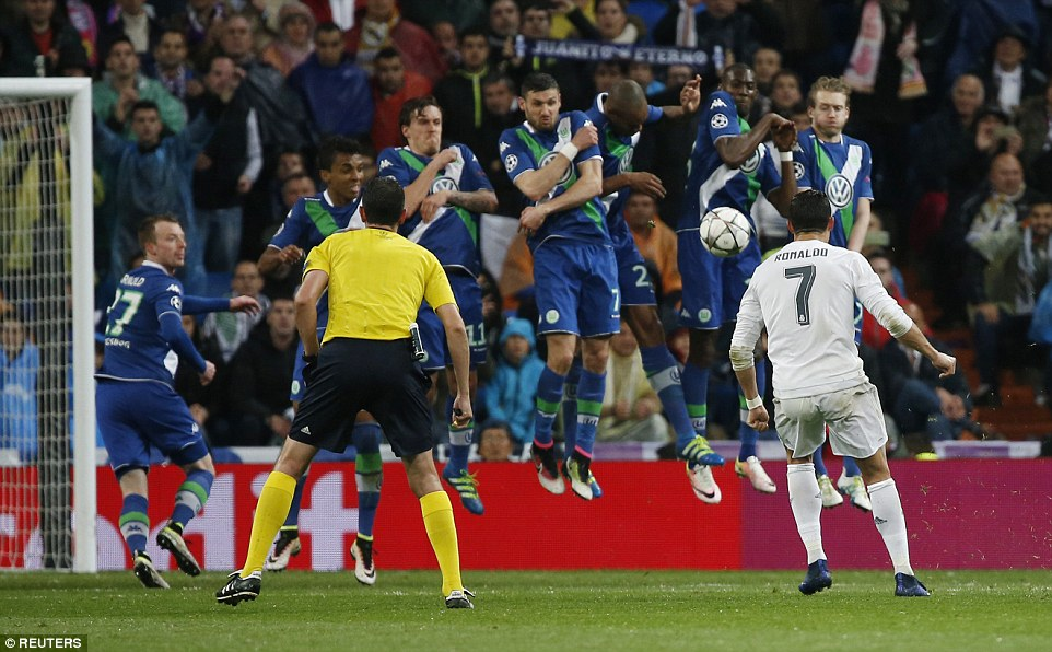 Ronaldo scores his third goal of the night to seal a 3-2 aggregate victory