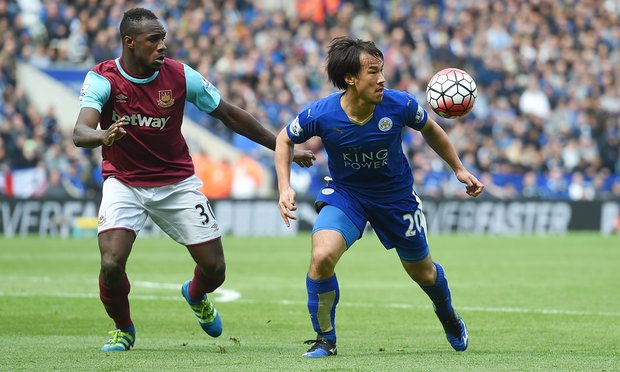 Shinji Okazaki holds off Michail Antonio during Leicester's 2-2 draw at home to West Ham