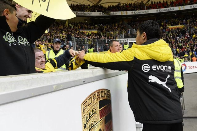 Kagawa makes a fan happy