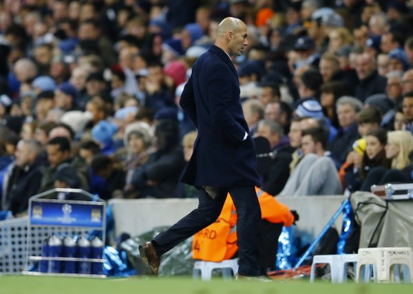 inedine Zidane split his pants again vs Man City