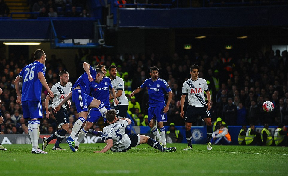 Cahill brilliantly controls Willians corner before launching a left-footed shot to make it 2-1