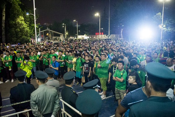 Angry Beijing Guoan fans protest after clubs 2-0 defeat to Hebei China Fortune