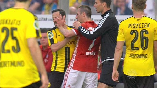 Ribery poking