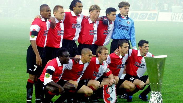 Shinji Ono and Feyenoord players celebrate winning the UEFA Cup final