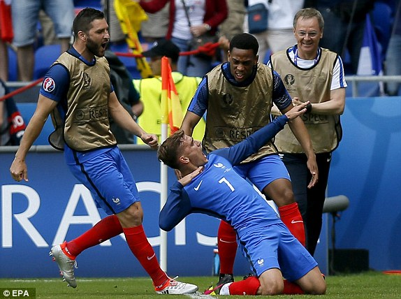 Griezmann (centre) of France celebrates his equaliser in the last-16 clash