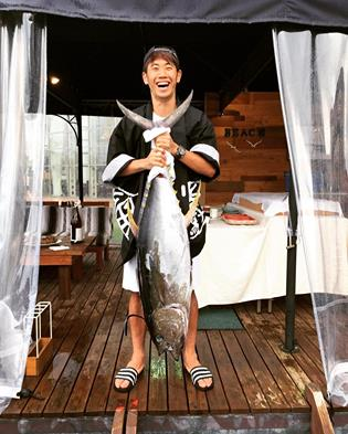 Shinji Kagawa catches giant tuna in Japan as Dortmund midfielder enjoys his time off