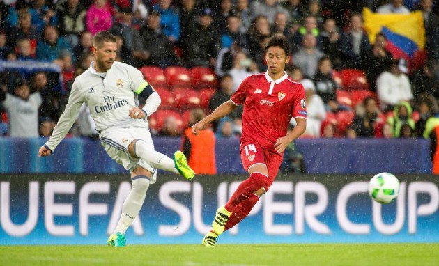 Ramos, sacándola ante Kiyotake