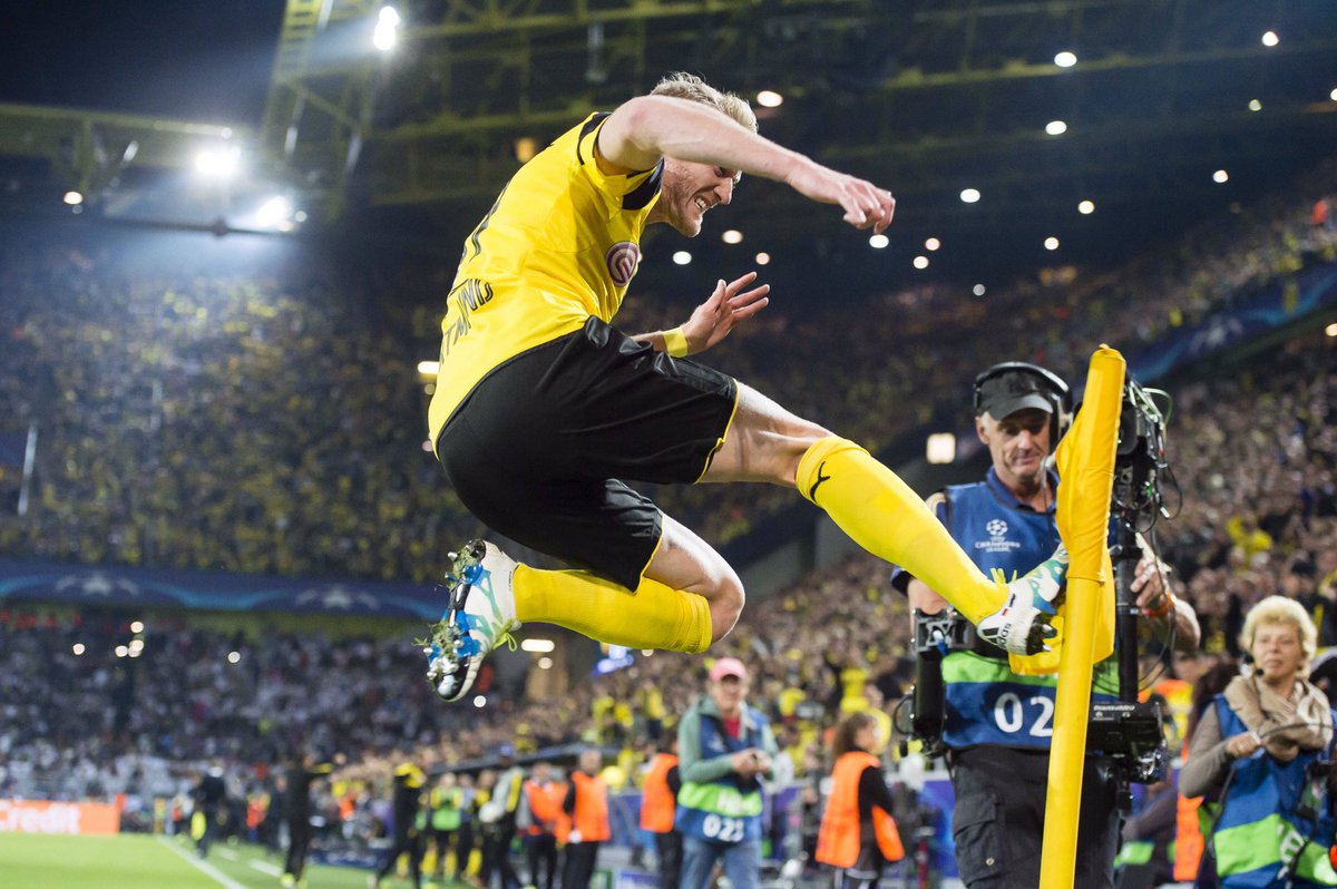 In Dortmund tanzt man Pogo! You say ballet, we say pogo! #bvbrm #UCL