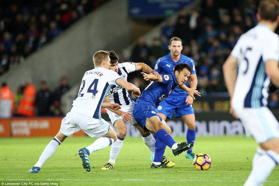 Leicesters Japan international Shinji Okazaki finds himself under pressure from Yacob and Darren Fletcher