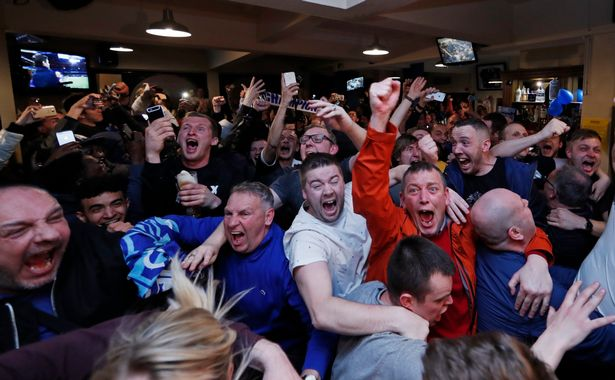 Leicester-fans-celebrate-winning-the-Premier-League.jpg