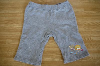 グレーのズボン