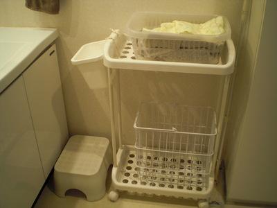 洗面台ゴミ箱前
