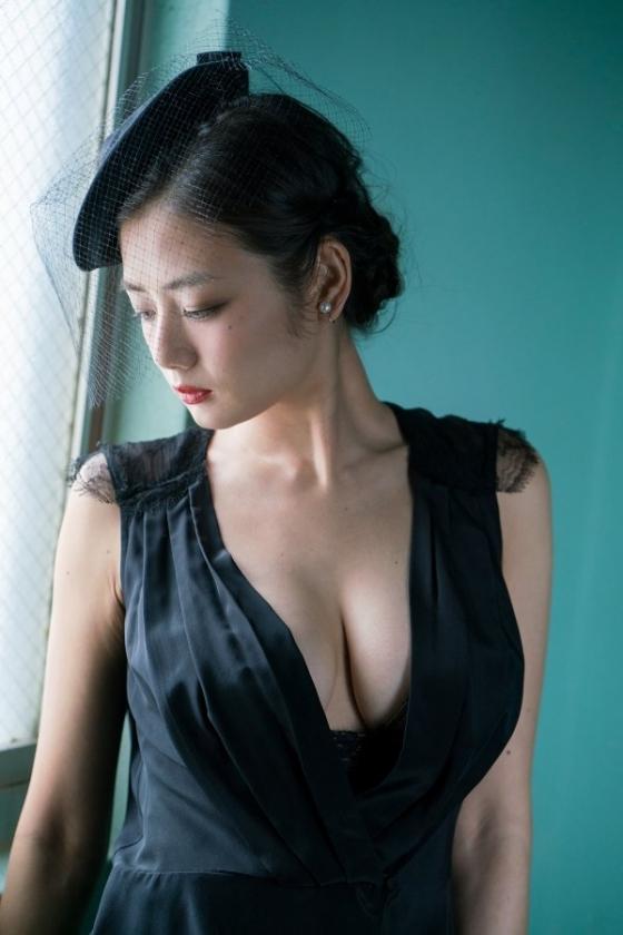 片山萌美 DVDわたし巡りのGカップ爆乳とお尻の割れ目キャプ 画像54枚 2