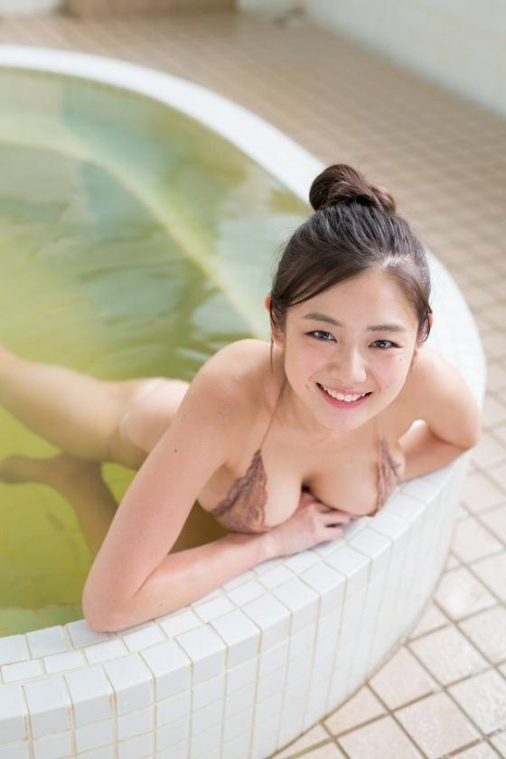 片山萌美 DVDわたし巡りのGカップ爆乳とお尻の割れ目キャプ 画像54枚 8