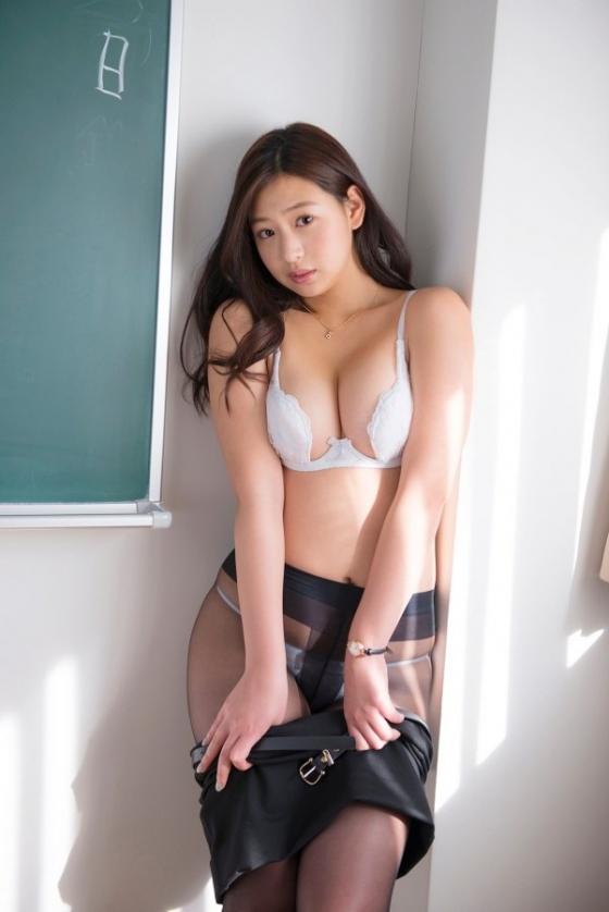 佐山彩香 恋のガイダンスのFカップ谷間と巨尻キャプ 画像57枚 3