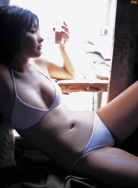 山崎真実 Flashで現在の姿を披露したノーブラ横乳グラビア 画像25枚 15