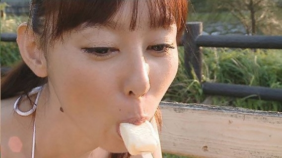 秋山莉奈 思春期のおもてなしの食い込み&割れ目キャプ 画像47枚 23