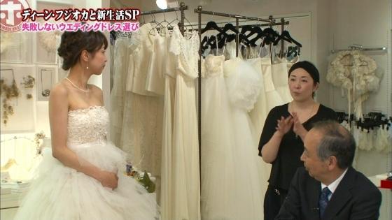 加藤綾子 Dカップ谷間をウェディングドレスで披露したキャプ 画像30枚 10