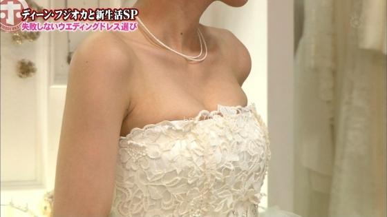 加藤綾子 Dカップ谷間をウェディングドレスで披露したキャプ 画像30枚 11