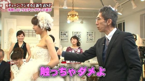 加藤綾子 Dカップ谷間をウェディングドレスで披露したキャプ 画像30枚 13