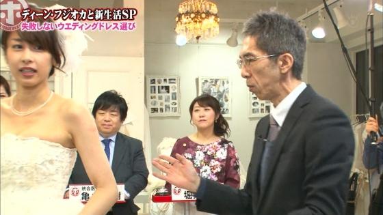 加藤綾子 Dカップ谷間をウェディングドレスで披露したキャプ 画像30枚 15