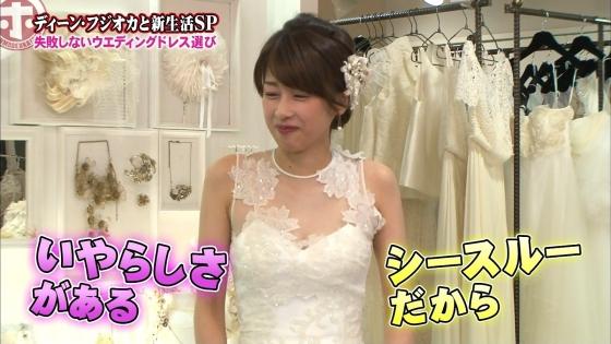 加藤綾子 Dカップ谷間をウェディングドレスで披露したキャプ 画像30枚 25
