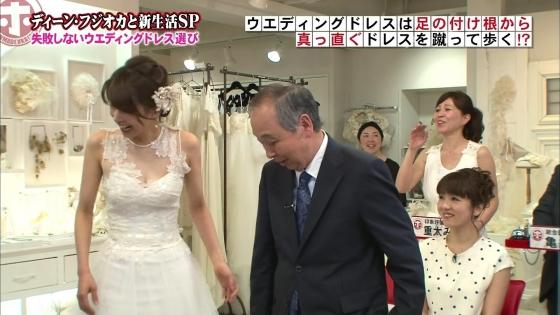 加藤綾子 Dカップ谷間をウェディングドレスで披露したキャプ 画像30枚 29
