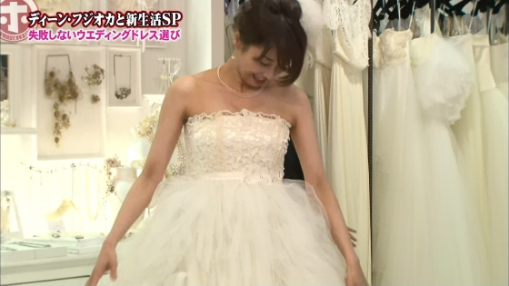 加藤綾子 Dカップ谷間をウェディングドレスで披露したキャプ 画像30枚 2