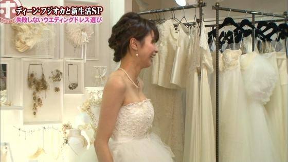加藤綾子 Dカップ谷間をウェディングドレスで披露したキャプ 画像30枚 4