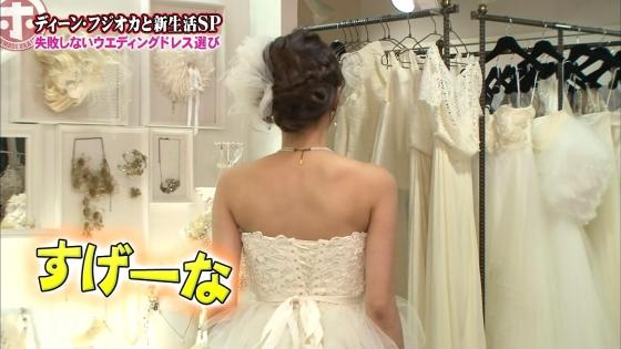 加藤綾子 Dカップ谷間をウェディングドレスで披露したキャプ 画像30枚 7