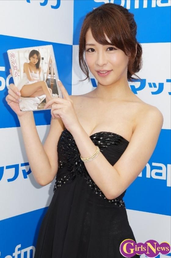神室舞衣 Dカップ谷間を披露した温泉入浴キャプ 画像20枚 12
