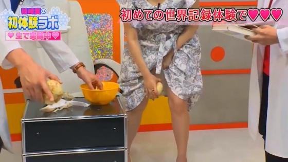 篠崎愛 野菜を股間に挟んでパンチラした放送事故キャプ 画像23枚 3