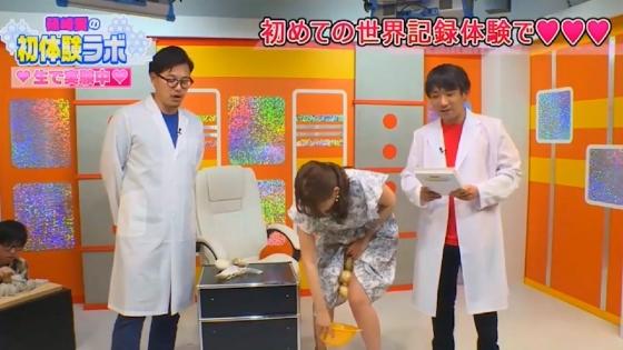 篠崎愛 野菜を股間に挟んでパンチラした放送事故キャプ 画像23枚 6