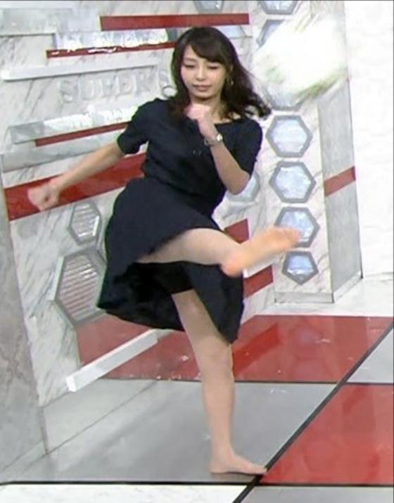 宇垣美里 スカートでのパンチラ寸前太ももキャプ 画像20枚 2