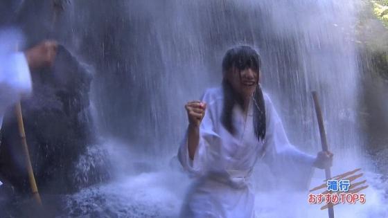 加藤里保菜 ランク王国滝行の透けブラキャプ 画像22枚 11