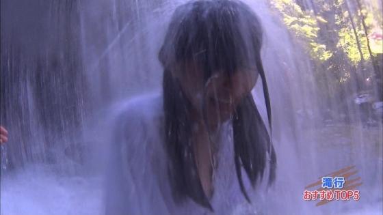 加藤里保菜 ランク王国滝行の透けブラキャプ 画像22枚 13