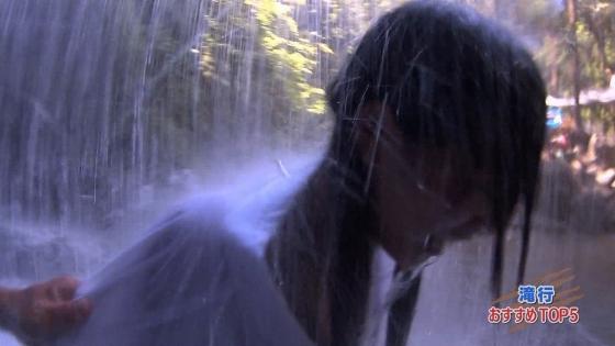 加藤里保菜 ランク王国滝行の透けブラキャプ 画像22枚 14