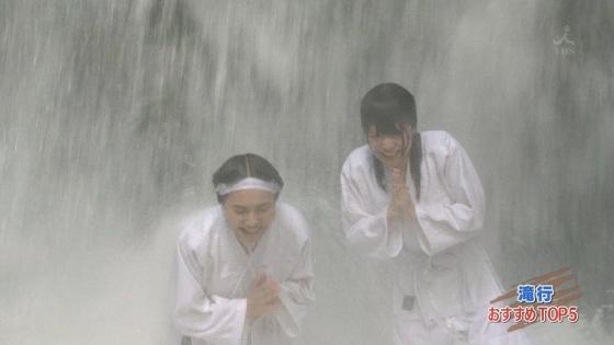加藤里保菜 ランク王国滝行の透けブラキャプ 画像22枚 6