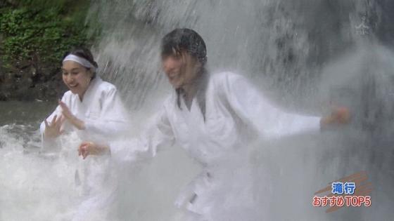 加藤里保菜 ランク王国滝行の透けブラキャプ 画像22枚 8