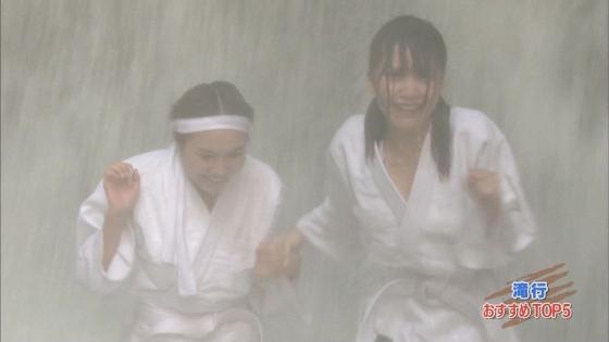 加藤里保菜 ランク王国滝行の透けブラキャプ 画像22枚 9