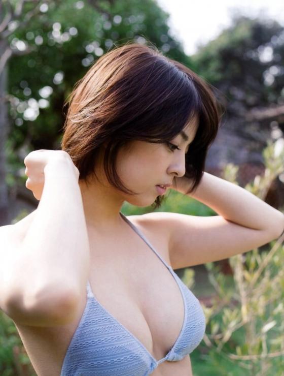 柳ゆり菜 フライデーのEカップノーブラ最新グラビア 画像25枚 3