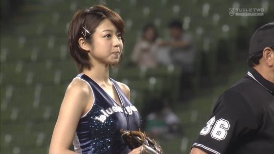 中村静香 始球式のパンチラ&Fカップ谷間キャプ 画像21枚 4