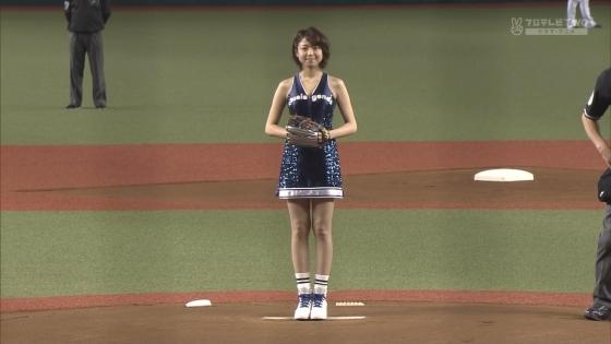 中村静香 始球式のパンチラ&Fカップ谷間キャプ 画像21枚 5